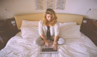 Write an Impressive Blog Post While Sitting at Home_6 Easy Steps