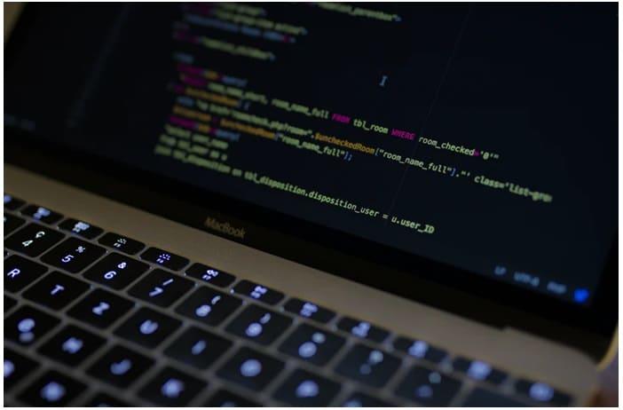 6 Differences between PostgreSQL and SQL Servers